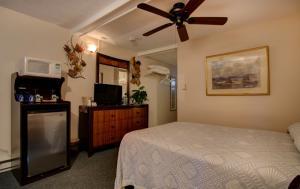 Oceanfront Queen Room 23 - Second Floor