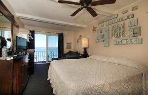 Oceanfront King with Single Pull-out Room 34 - Third Floor